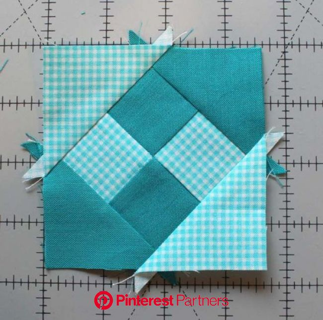 "Summer Fun Quilt Along @ The Crafty Quilter features a bright and happy wall hanging that measures 30"" x 32"". Week 1… 
