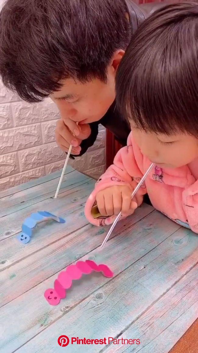 Basteln Idee für Kinder. Bastelt euch kleine Raupen und veranstaltet ein … [Vídeo] em 2020 | Ideias de atividades para crianças, Actividades para cria