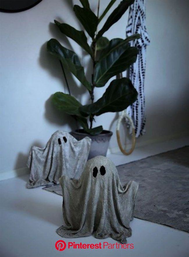 Betongspöken | Towe Rønne | Betong hantverk, Julkransar diy, Halloweendekoration