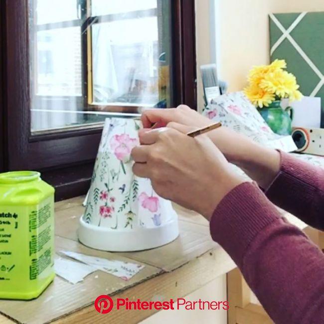 Hand Decoupage Decorated Terracotta Plant Pots: a few top tips [Video]   Decoupage diy, Painted pots diy, Flower pot crafts