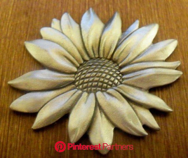 Wedding Hourglass Custom Sunflower Daisy Charm Closure | Etsy in 2021 | Wedding hourglass, Daisy charm, Daisy