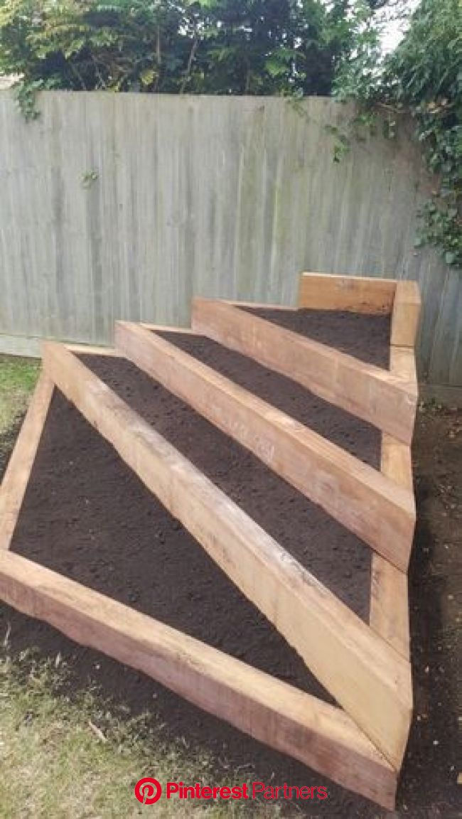 Pallet wood projects are a great way to make and sell things online or at local ... #woodproject #diywood #woodwork… | Backyard landscaping, Backyard,