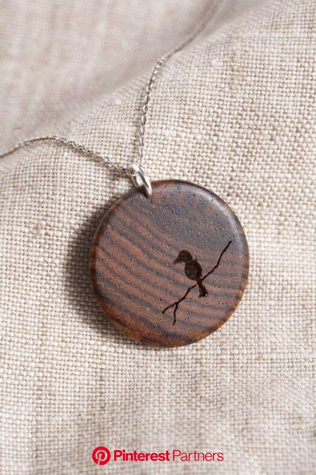 Colgante pájaro de madera | Etsy | Collar de madera, Joyeria madera, Anillos de madera