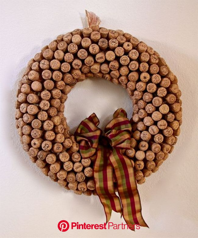 Champagne Cork Wreath for Thanksgiving...not like I am feeling motivated to make this, but really to ju… | Champagne cork crafts, Cork wreath, Cork cr