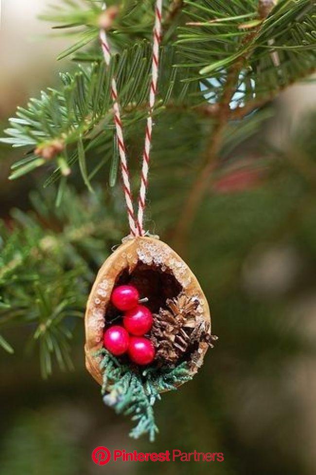 Enfeite de Natal com cascas de nozes   Enfeites de natal artesanal, 242, Enfeites de natal