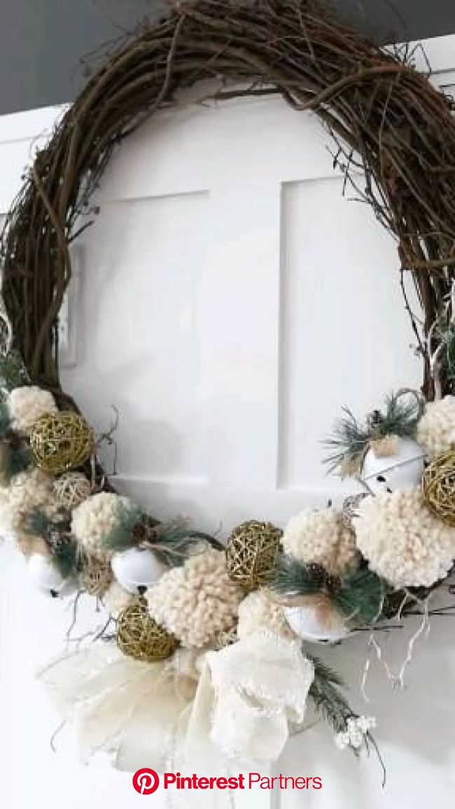 Make a Rustic Pom Pom Christmas Wreath | The DIY Mommy [Video] [Video] | Christmas wreaths diy, Christmas crafts diy, Xmas crafts