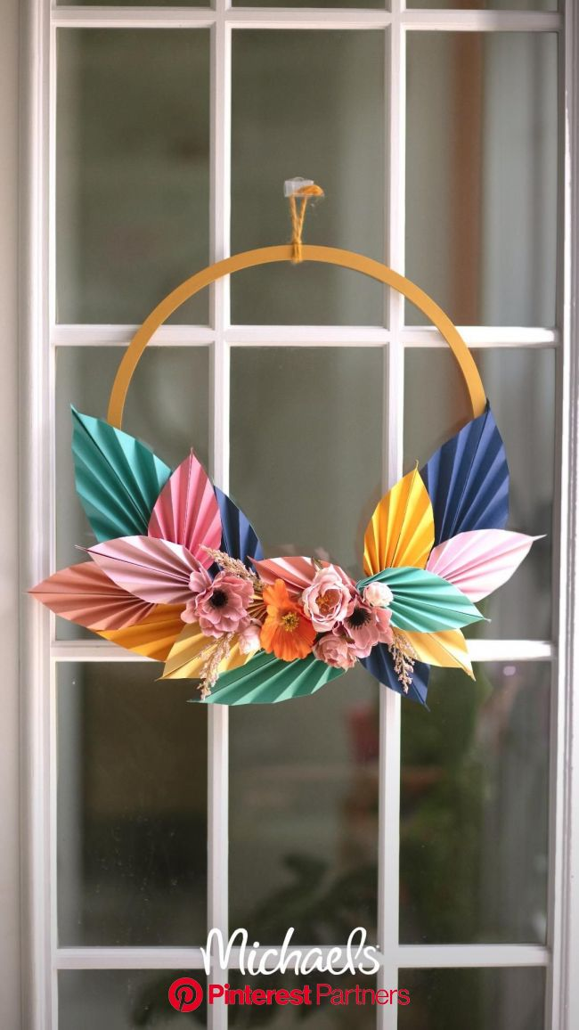 Kara W, aka KailoChic, teaches us how to turn paper pieces into statement pieces. To make this … [Video] in 2020   Paper crafts diy, Paper crafts diy