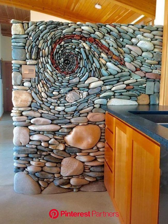Bámulatos kavicsmozaik | Kitchen feature wall, Stone art, Wall installation